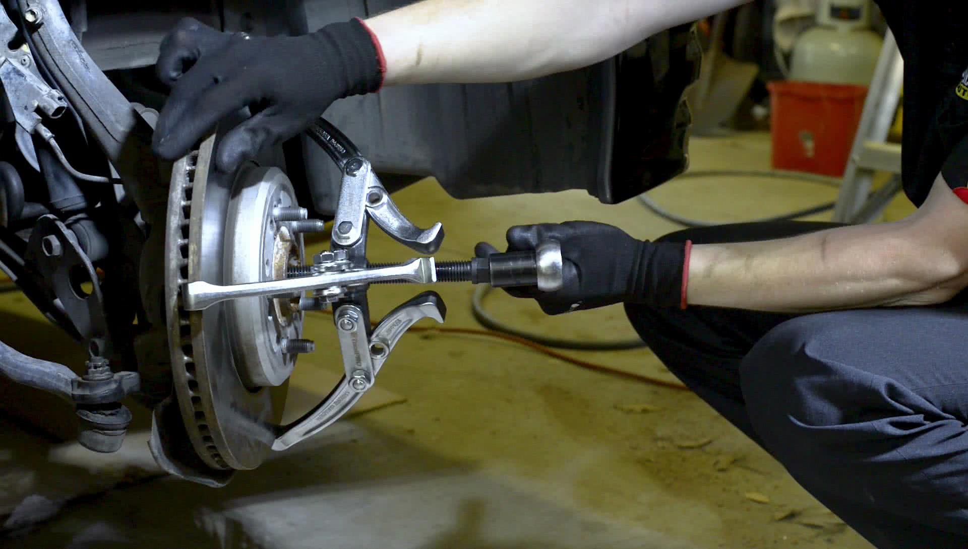 Setting up a gear puller