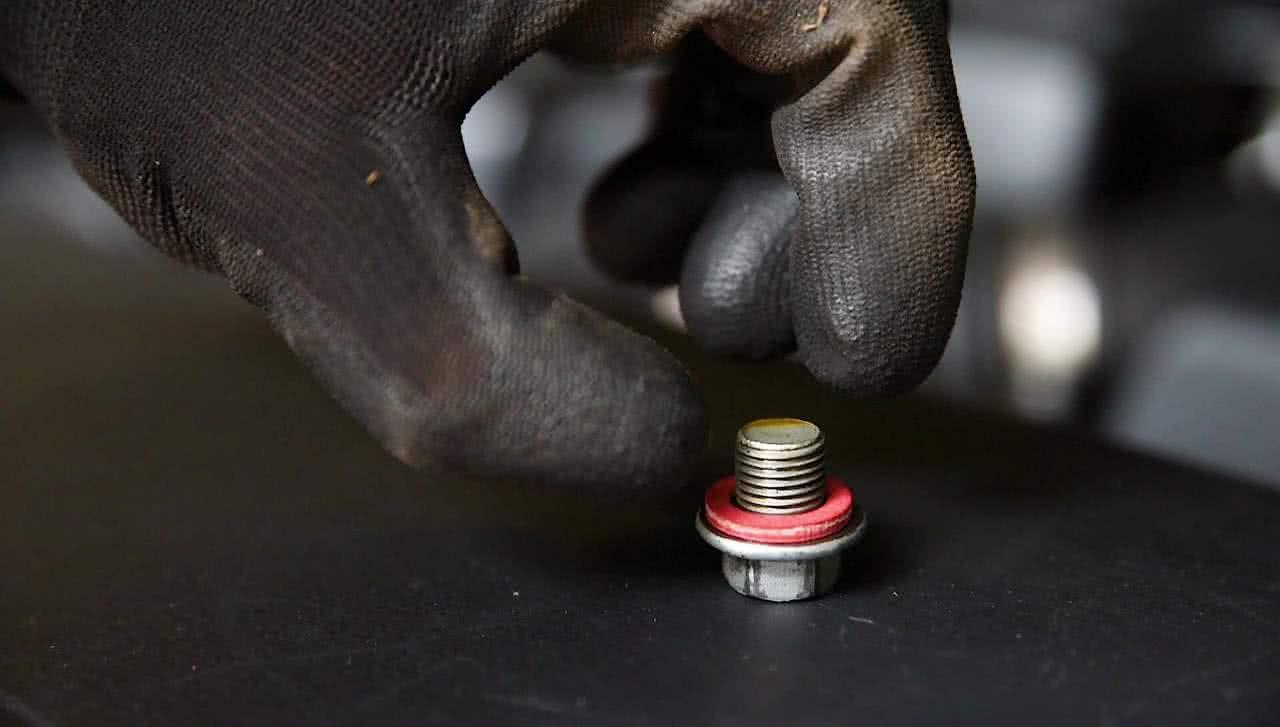 Clean sump plug